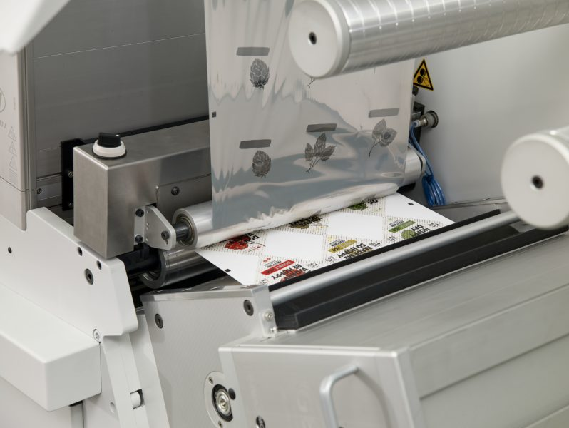 Labels being delaminated on the Domino K600i embellishment line